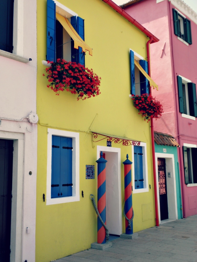 Travel tips veneti rondwandelen op het kleurrijke eiland burano stephanie van drunen - In het midden eiland grootte ...