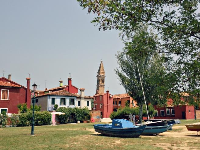 Reisblog: Travel Tips   Venetië - Rondwandelen op het kleurrijke eiland Buran