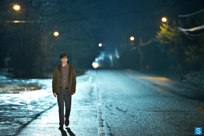Bates-Motel-1x04-Trust-Me-001
